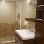 Cabin-Lower-deck-bathroom-shower-Carpe-Novo-Explorer-Maldives-Explorer-Ventures-Liveaboard-Diving