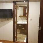 Cabin-Main-deck-bathroom-Carpe-Novo-Explorer-Maldives-Explorer-Ventures-Liveaboard-Diving