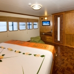 Cabin-Queen-Closet-Carpe-Vita-Explorer-Maldives-Explorer-Ventures-Liveaboard-Diving