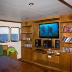 Main-salon-TV-Carpe-Vita-Explorer-Maldives-Explorer-Ventures-Liveaboard-Diving